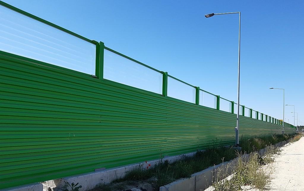 Barriera antirumore con pannelli fonoassorbenti e fonoisolanti in acciaio zincato e verniciato vista lato posteriore