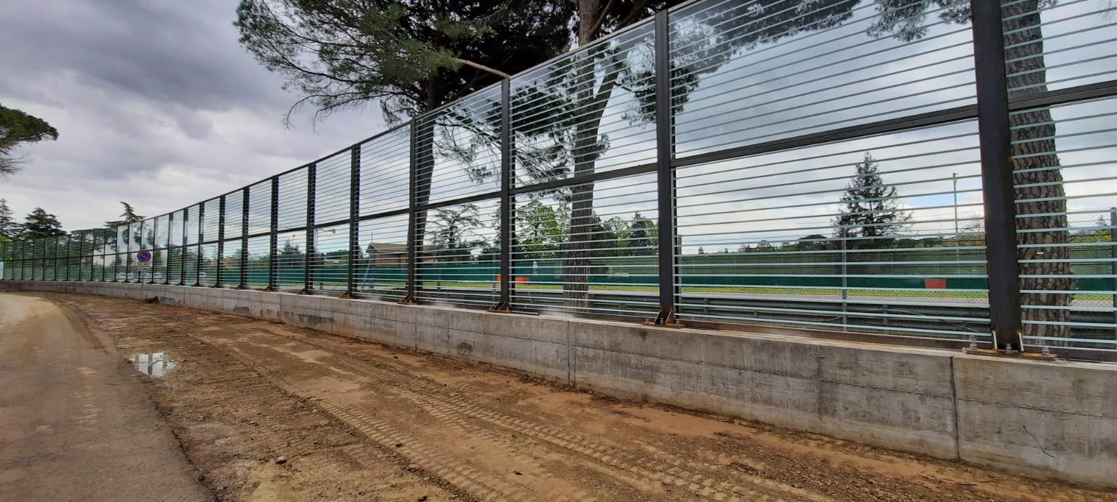 Barriera antirumore in vetro stratificato